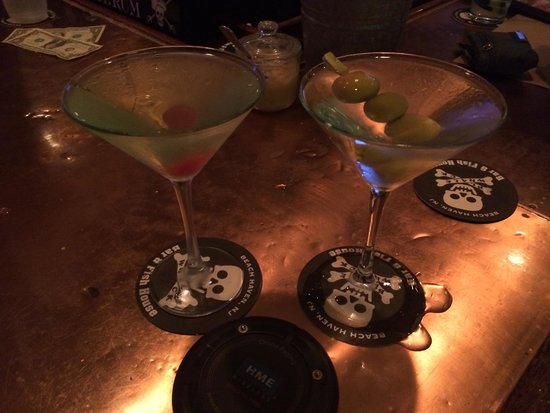 Black Whale Bar & Fish House: Apple Vodka Martini and nicely chilled Gin Martini