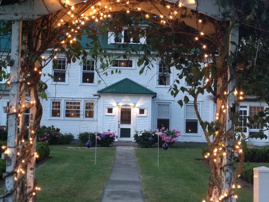 Greenwood Manor Inn: At twilight