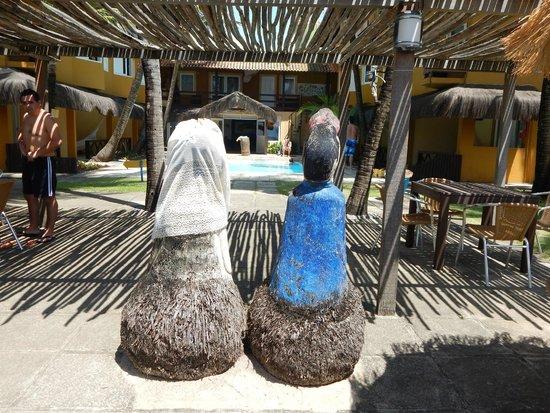 Pousada Tabajuba: Vista do fundo com piscina e recepção!