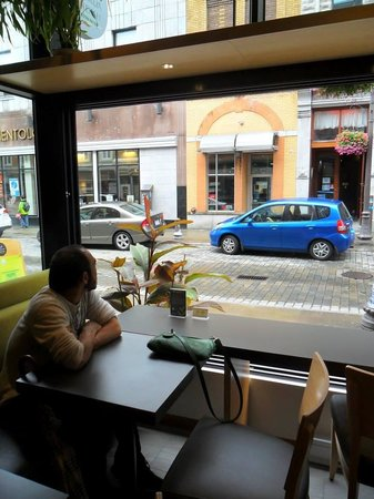 Camellia Sinensis : The fully-opening windows at the front of the shop offer a great view.