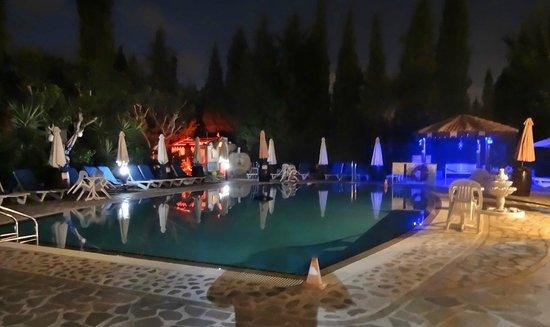 Apollonia Holiday Apartments: pool at night