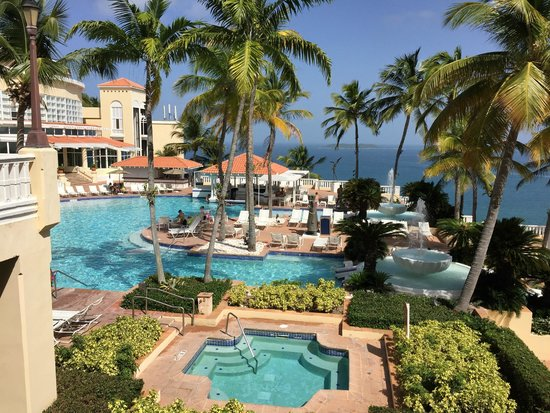 El Conquistador Resort, A Waldorf Astoria Resort: Pool view from the Lobby