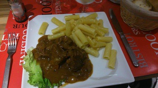 Hotel Arcades: Le boeuf bourgignon avec les pâtes au beurre
