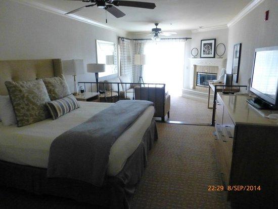 Pelican Inn & Suites: Lovely, spacious, clean room