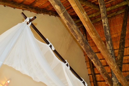 La Lechere Guest House: African style roofing