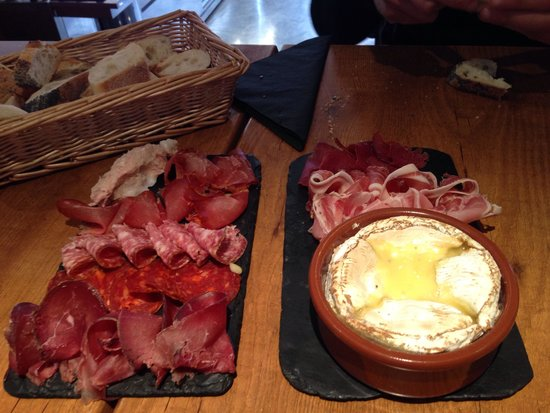 La Cave A Fromage: Camembert roti ... Au four