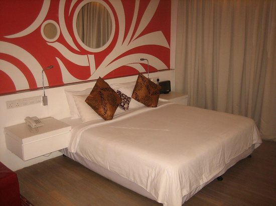 Batik Boutique Hotel: King size bed