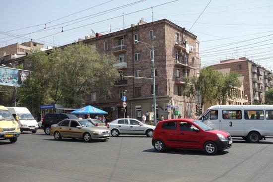 Deluxe Hotel Yerevan : Komitas Avenue with the hotel between two block of flats