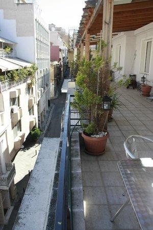 Kimon Athens Hotel: Балкон где сервируют завтрак