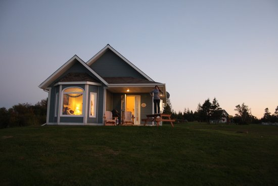 Cambra Sands: a nighttime view of our cottage, Leander.