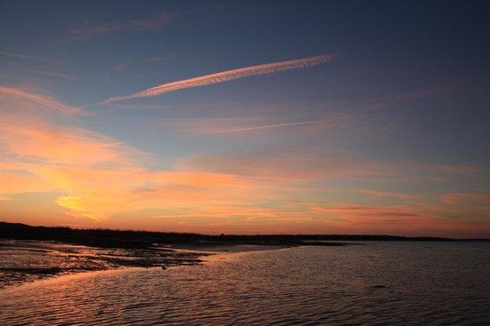 Cambra Sands: beach at sunset