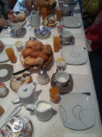 Garni Floreal: Una parte della colazione