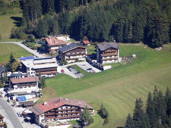 Hotel & Gastehaus Sportalm: oben rechts sind die beiden Häuser