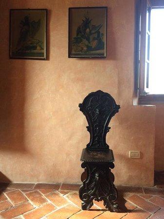 Villa Il Paradisino: Antique family furniture throughout these villas.