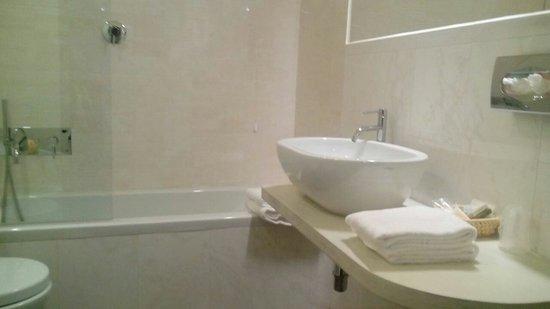 """Hotel L'Antico Pozzo: Il bagno della""""nostra""""  12"""