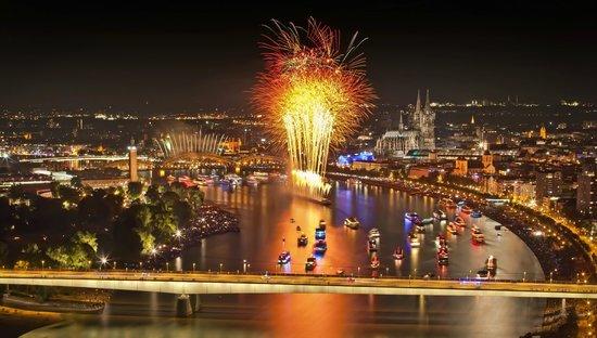 Koln Feuerwerk Kolner Lichter Bild Von Hotel Alt Deutz Koln