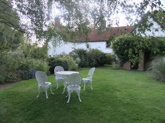 Boundary Farm Bed & Breakfast: House & garden