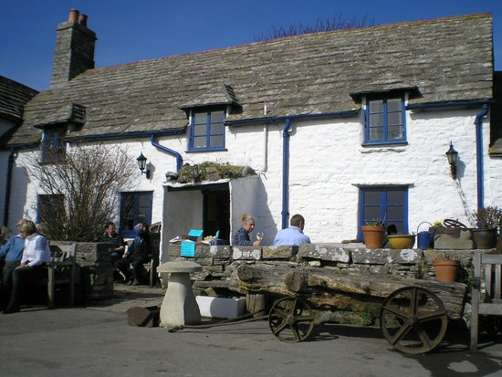 The Square and Compass Inn: View from front
