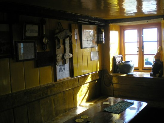 The Square and Compass Inn: Inside area