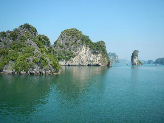Vietnam Travel Center: Hulong bay