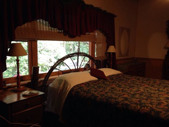 Buffalo Creek Bed and Breakfast: Back bedroom