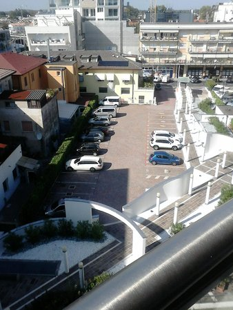 Hotel Centrale: Parkplatz des Hotels