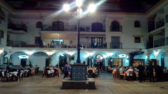 La Farola at night