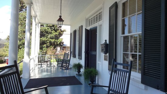 Historic Oak Hill Inn: Porch