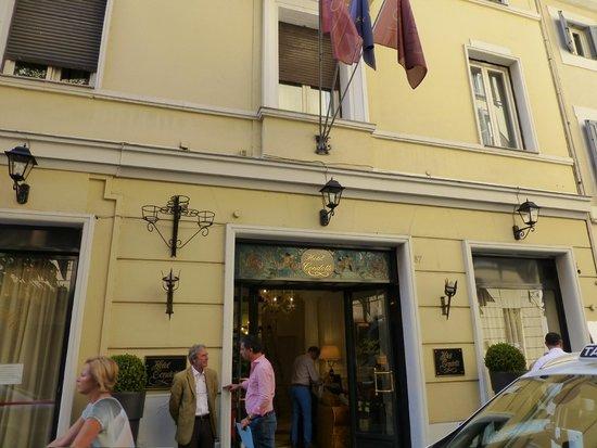 Condotti Hotel: Front of hotel