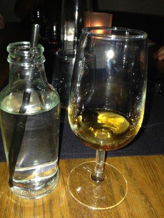 St. Moritz Youth Hostel: Whisky Tasting in der Waldhaus-Bar