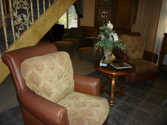 Comfort Suites: Comfy seating