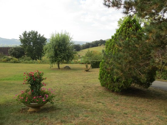 Hotel Le Clos Roussillon : Hotel Grounds