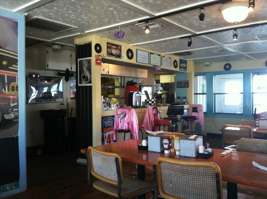 Ken's Cedar Keyside Diner: Inside of restaurant