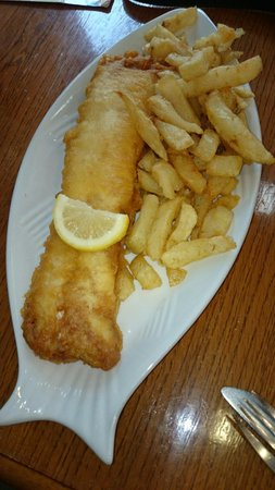 Fisherman's Fish & Chip Shop: Nice fresh cod and chips