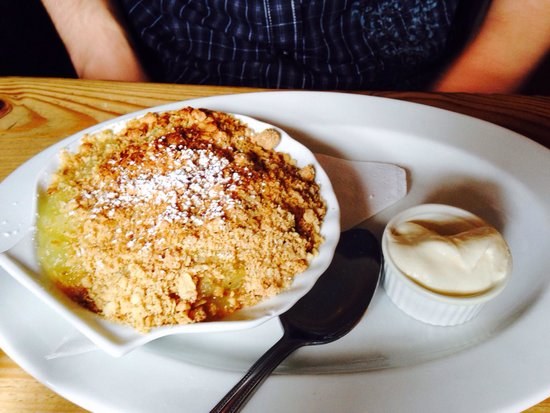 Morans Oyster Cottage: Apple Crumble