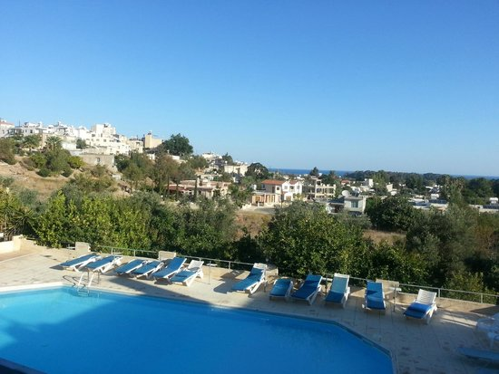 Chrysafinia Hotel Apts. : view of pool