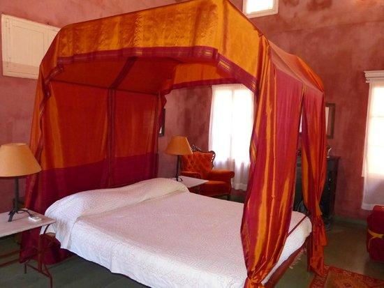 Marco Polo Mansion: eines der großen Zimmer