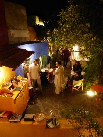 Marco Polo Mansion: Abend im Innenhof