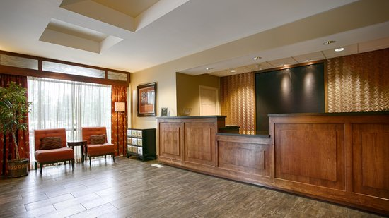 Best Western Plus Cottontree Inn: Newly Remodeled Lobby