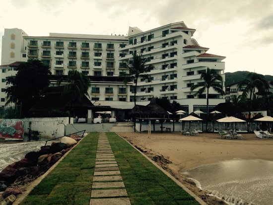 Villa Premiere Boutique Hotel & Romantic Getaway : From the beach looking in at the hotel