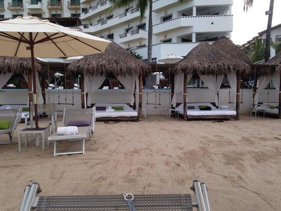 Villa Premiere Boutique & Romantic Getaway: Beach side beds