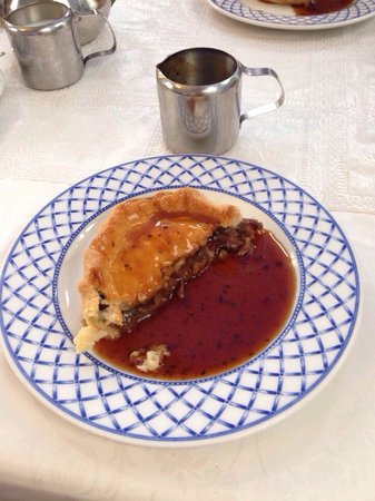Merrivale Tea Rooms: Lamb and mint pie with gravy! Stunning!