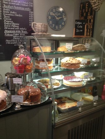 Cwtch Cafe: Cakes of dreams