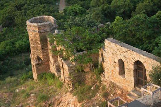 Dadhikar Fort: View of one side of Fort