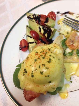 Chalet Bed and Breakfast: Eggs Benedict!