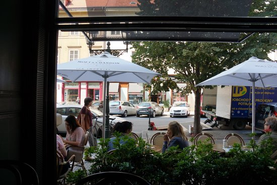 Cafe-Cafe: View from a window table
