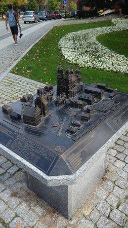 Cathedral of St. Peter and St. Paul: maqueta de la catedral y edificios de alrededor