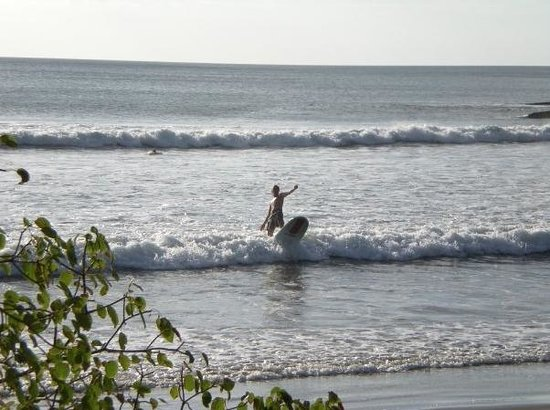 Costa Dulce : Coming in from surfing at Escameca beach