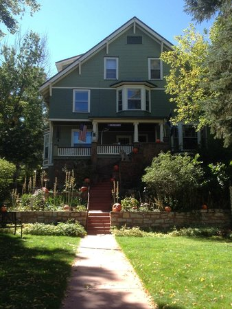 Avenue Hotel Bed and Breakfast : Fall is in the Air