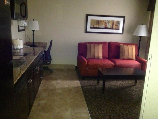 Best Western Plus Castle Rock: Living Area Complete with Burner, Refrigerator & Big Screen